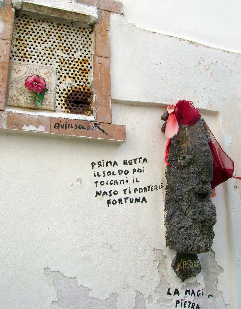 Pfiffige Einnahmequelle in Liparis Altstadt